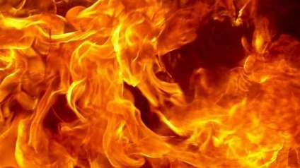 В Сатке пожарные вскрывали дверь, в Рудничном - тушили дачу
