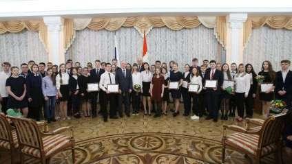 Два школьника из Саткинского района получили стипендии губернатора
